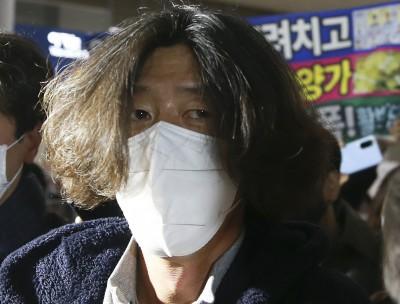 귀국하는 남욱 변호사... 곧바로 검찰에 체포