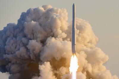 거대한 화염 내뿜으며 우주 향하는 누리호