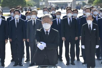 광주 국립 5·18 민주묘지 찾은 이재명